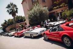 Rétro rassemblement de voiture La Côte d'Azur - Cannes - Saint Tropez gentils image libre de droits
