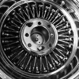 Rétro roue de magnétique de rai de fil de Chrome Photographie stock libre de droits