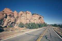 Rétro route scénique modifiée la tonalité, fond de concept de voyage, le Colorado, USA image stock