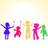 Rétro silhouettes de petits gosses au-dessus de brillant Photos stock