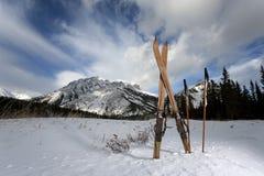 rétro skis Photo libre de droits