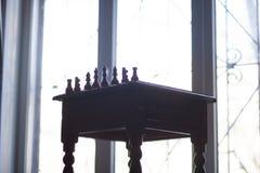 Rétro table chessmen image libre de droits