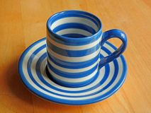 Rétro tasse et soucoupe de café de Cornishware Image libre de droits