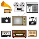 Rétro technique TV, phonographe, magnétophone de bobine, radio, téléphone Photographie stock libre de droits