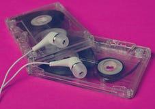 Rétro technologie Cassette sonore transparente en plastique et blanc images libres de droits