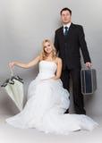 Rétro tir de studio de jeunes mariés de ménages mariés Photos stock