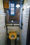 Rétro toilette dans un vieux restaurant Images stock