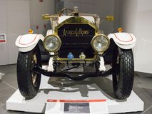 Rétro type de LaFrance d'Américain de voiture de cru 12 voiture de tourisme au musée image stock