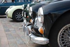 Rétro véhicules dans une ligne photographie stock libre de droits