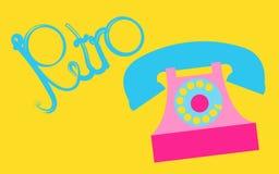 Rétro, vieux, antique, hippie, vintage, antique, disque, téléphone rose avec un tube avec une rétro inscription écrite dans le be Photo stock