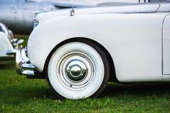 Rétro voiture blanche Photographie stock libre de droits