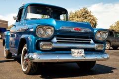 Rétro voiture bleue de Chevrolet Apache Photographie stock