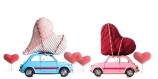 Rétro voiture de jouet avec des coeurs de Valentine Photographie stock libre de droits