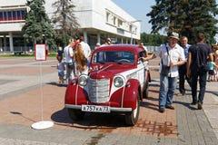 Rétro voiture de vintage au festival automatique Image stock