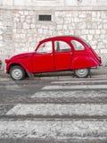 Rétro voiture rouge classique Photos libres de droits