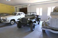 Rétro voiture soviétique GAZ et Volga Images libres de droits