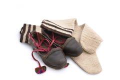 Rétros chaussures de femme avec le moitié-tuyau de laine Image stock