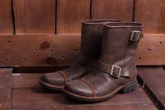 Rétros chaussures en cuir brunes masculines Images libres de droits