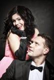 Rétros couples attrayants sur le fond noir Photo libre de droits