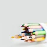 Rétros crayons sur le fond gris Photos libres de droits