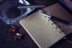 Rétros de papier vident et les objets parquent le cigare de corde Photographie stock libre de droits