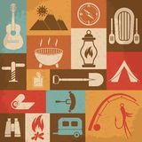 Rétros icônes de camping réglées Graphismes de vecteur Photographie stock libre de droits
