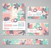 Rétros invitations de mariage avec des feuilles de forêt Images stock