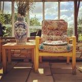 Rétros meubles de style dans une maison de campagne Images libres de droits