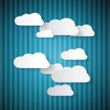 Rétros nuages de papier sur le modèle bleu Images libres de droits