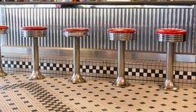 Rétros tabourets de wagon-restaurant photo stock