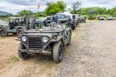 Rétros véhicules militaires à l'événement local photographie stock