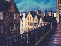 Rétros vieux bâtiments d'Edimbourg de ville Photos stock