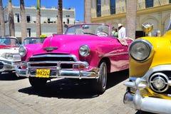 Rétros voitures à La Havane Image stock