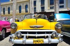 Rétros voitures à La Havane Photo stock