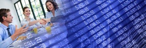 Réunion d'affaires au petit déjeuner avec la transition bleue de graphique de finances photographie stock