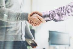 Réunion d'association d'affaires Poignée de main de businessmans de photo Poignée de main réussie d'hommes d'affaires après bonne Images stock