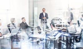 Réunion de bureau d'équipe d'entreprise constituée en société Images stock