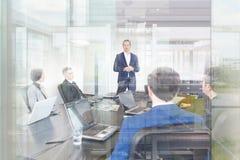 Réunion de bureau d'équipe d'entreprise constituée en société Image stock