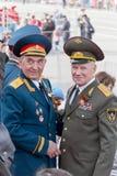 Réunion de deux vieux amis de généraux sur la célébration sur Vic annuel Images stock