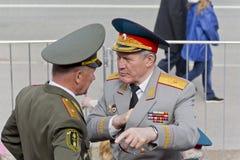 Réunion de deux vieux amis de généraux sur la célébration sur Vic annuel Image libre de droits