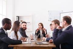 Réunion de la société d'affaires avec le patron femelle Planification financière de réunion d'affaires Image stock