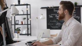 Réunion de travail de groupe d'affaires et discussion Team Plan ou poignée de main dans le bureau