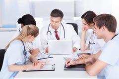 Réunion des médecins Photo libre de droits