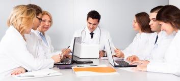 Réunion des médecins dans la conférence photographie stock libre de droits