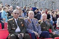 Réunion des vieux amis sur la célébration sur Victory Day annuelle, mai Images stock