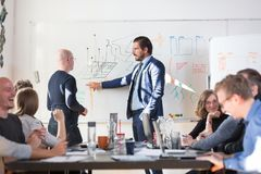 Réunion informatique informelle décontractée d'équipe de société de démarrage d'entreprise Image libre de droits