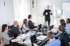 Réunion informatique informelle décontractée d'équipe de société de démarrage d'entreprise Photographie stock