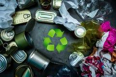 réutilisation canettes Déchet métallique Papier plastique Procédé de recyclage Photographie stock
