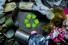 réutilisation canettes Déchet métallique Papier plastique Procédé de recyclage Photo libre de droits