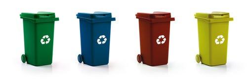 Réutilisation de déchets - réutilisez les poubelles d'isolement sur le blanc photographie stock